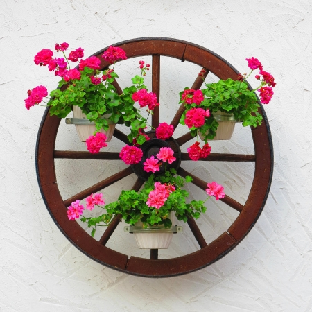 Carriage wheel decorated with flowers Archivio Fotografico