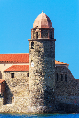 port vendres: The fortified church Notre-Dame des Anges in the bay of Collioure, Southern France Stock Photo