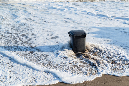 tidal wave: Garbage can in the tidal wave
