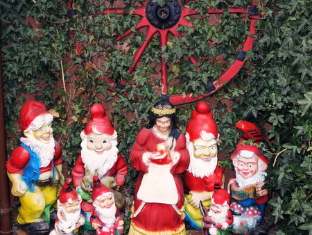 seven dwarfs: Snow White and the Seven Dwarfs in a garden of the fairy tale town Steinau adStrae, Germany Stock Photo
