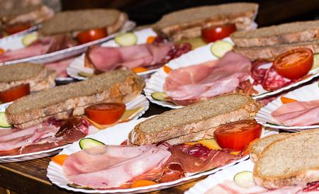 jamones: Deliciosos jamones españoles Lunch diferentes con pan