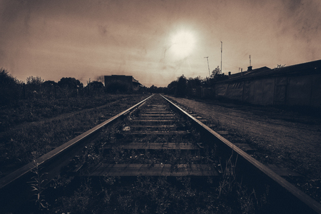 altmetall: Der Zug hier kommen nicht mehr, Schienen in Schrott übergeben, der Motor brach der Fahrer nach links. Lizenzfreie Bilder
