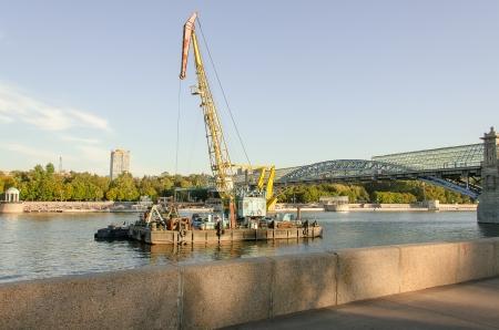 moskva river: Repair work in water area of the Moskva River