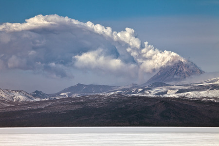 volcanic eruption: Volcanic eruption in Kamchatka,pyroclastic flow and destroyed