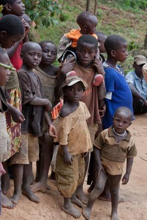 16ND Februar 2009. Kinder im Dorf Pygmäen auf dem See Bunyoni in Uganda