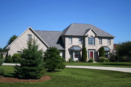 gorgeous light brick newly constructed home Фото со стока - 1694257