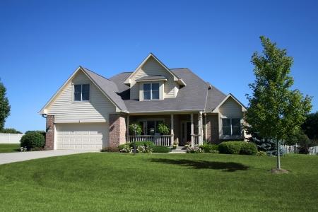 residential neighborhood: de dos pisos de ladrillo y revestimiento de origen