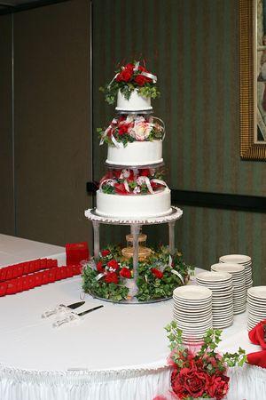 three-tier wedding cake with fountain underneath Фото со стока