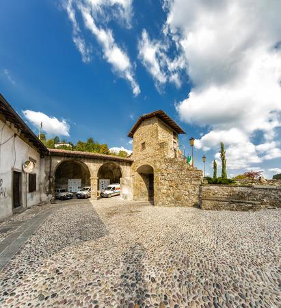 lorenzo: Porta di S. Lorenzo (ex Porta Garibaldi), Bergamo, Lombardia.