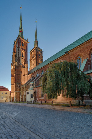 The Cathedral of St. John the Baptist in WrocÅ'aw, is the seat of the Roman Catholic Archdiocese of WrocÅ'aw and a landmark of the city of WrocÅ'aw in Poland. The cathedral, located in the Ostrów Tumski district, is a Gothic church with Neo-Gothic additi 写真素材