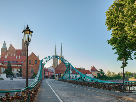 Tumski Bridge is a steel bridge over the north branch of the Oder river in Wroclaw, Poland. Reklamní fotografie