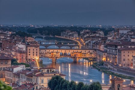 Ponte Vecchio over the Arno River in Florence, Tuscany, Italy. 版權商用圖片
