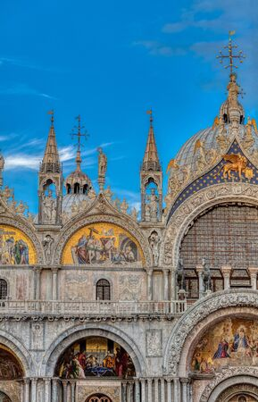 The upper part of the Cathedral of Saint Mark on Piazza San Marco in Venice. 版權商用圖片