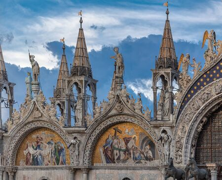 Architectural fragment of basilica. Patriarchal Cathedral Basilica of Saint Mark is cathedral church of Roman Catholic Archdiocese of Venice, Italy. 版權商用圖片