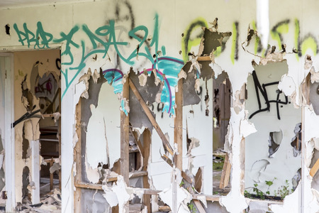 grafiti: Old decayed rundown building