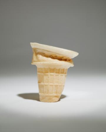 스포트 라이트에서 하나의 아이스크림 콘