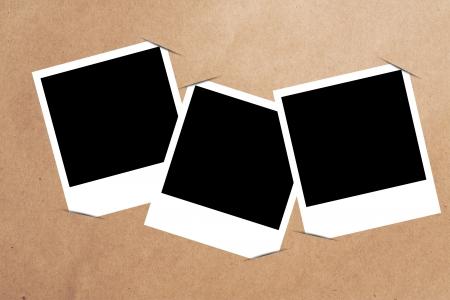 marco en blanco pegado en papel