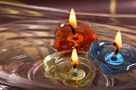 aroma bowl: floating burning candles in glass aroma bowl