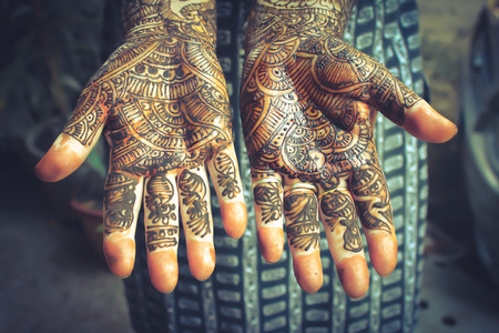 mehandi: Henna is applied to the hands of a Hindu Bride Stock Photo