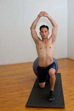 flexor: Hip flexor stretch on the stability ball