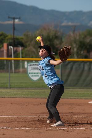 女子ソフトボール投手彼女の羽目に。