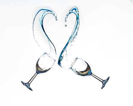 corazon: Wine glasses splashing in a heart shape. Stock Photo