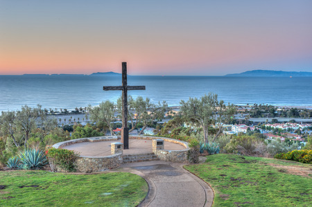 dais: Closer view of cross on left with city of Ventura below. Stock Photo