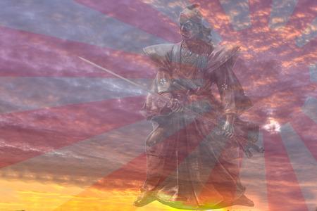 sol naciente: estatua del samurai contra el fondo magnífico sol naciente.