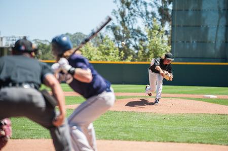 左利きのねり粉にピッチに続く野球の投手。