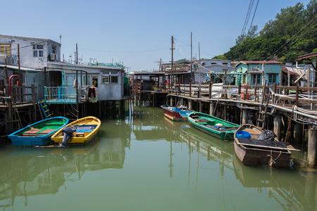 中国、香港のランタオ島の漁村を Tai O。