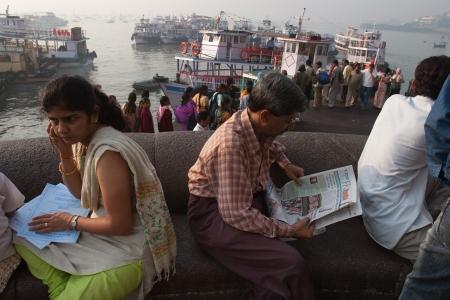 india gate: Morning ferry on India Gate  Mumbai Editorial