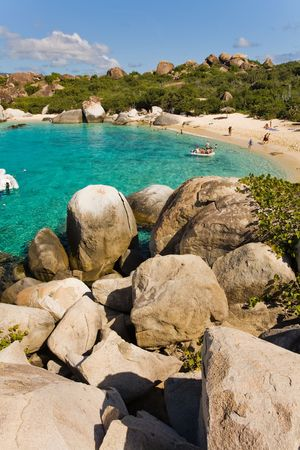 indies: Massive boulders and crystal-clear waters on tropical island Stock Photo