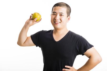 hair short: I capelli corti uomo asiatico in possesso di un pera