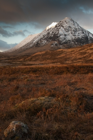 snows: Buachaille Etive Beag, in Glencoe Scotland with early snows on winter Stock Photo