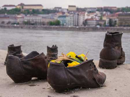 The Shoes on the Danube Promenade is a war memorial and was created by the sculptor Gyula Pauer on the bank of the Danube River in Budapest. It honours the Jews who were killed in Budapest during World War II the Arrow Cross Militia group. They were order Redakční