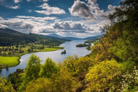クイーンズ ビュー近くにエジンバラ、スコットランド モンド湖に沿って西に見る 写真素材
