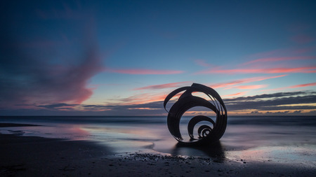 Sunset at the beach at Cleveleys on the Lancashire Coast with the artwork Mary's Shell in the foreground DIGITAL CAMERA Banque d'images