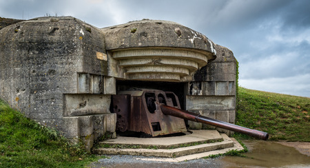 The German gun battery of Longues-sur-Mer commanded a strategic location overlooking the D-Day landing beaches. There are four reinforced concrete pillboxes each housing a long range artillery piece of 150 mm. Banque d'images - 117050738