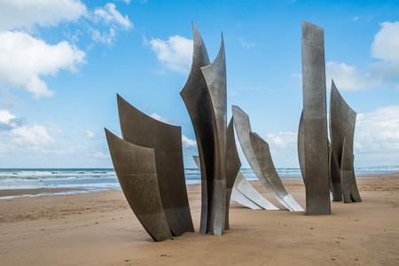 On the centre of Omaha Beach is the stainless-steel sculpture Les Braves. A monument, to the Americans who liberated France. It was commissioned by the French government to celebrate the 60th anniversary in 2004.