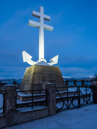 The Free French Memorial monument on Lyle Hill in Greenock, in the shape of the Cross of Lorraine combined with an anchor. A memorial to the Free French naval vessels that sailed from the Firth of Clyde to take part in the Battle of the Atlantic during Wo Редакционное
