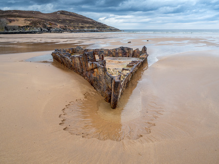 The remains of the forepart of the American liberty ship SS John Randolf , sunk in  July 1942, and later salvaged but which then ran aground in Torrisdale Bay in 1952 whilst being towed from Iceland to be scrapped in Firth of Forth Archivio Fotografico