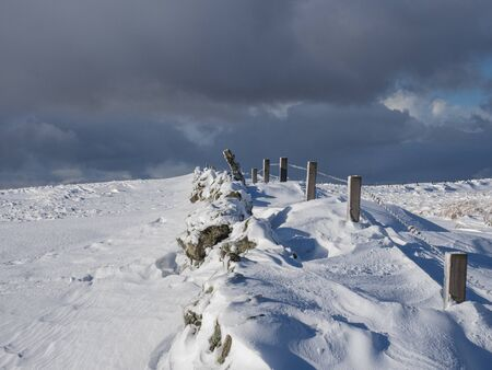 The fence line on the upper slopes of Holehead in the Campsie Fells, Scotland 스톡 콘텐츠