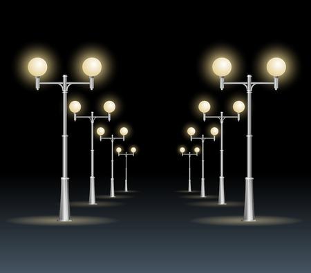 Lanterne della via su una priorità bassa bianca, cielo scuro di notte. Strada.