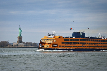 staten: Staten Island Ferry sailing by the statue of liberty