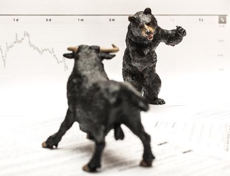 toros bravos: Bull Vs Oso concepto de mercado de valores Foto de archivo