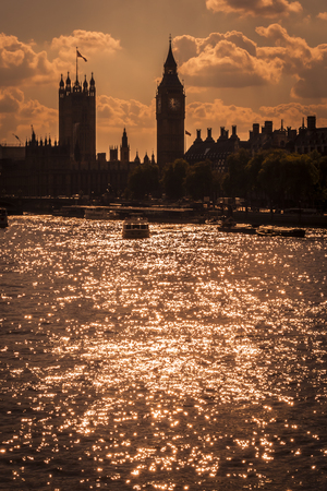 london big ben: Silhouette of the Big Ben and houses of parliament in London, England from across the Thames river