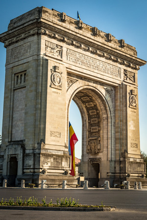 part of me: Arcul de Triumf (arco del triunfo) es un arco de triunfo situado en la parte norte de Bucarest, en la carretera de Kiseleff. Fue construido inicialmente para los Héroes de la Guerra de la Independencia y posteriormente reconstruida para las tropas que lucharon en la Primera Guerra Mundial