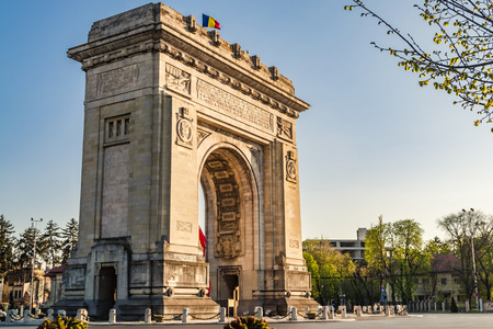 Arcul de Triumf ( Arch of Triumph ) is a triumphal arch located in the northern part of Bucharest, on the Kiseleff Road. Was initially build for the Heroes of the War of Independence and later rebuilt for the troops the fought in  World War I. 版權商用圖片