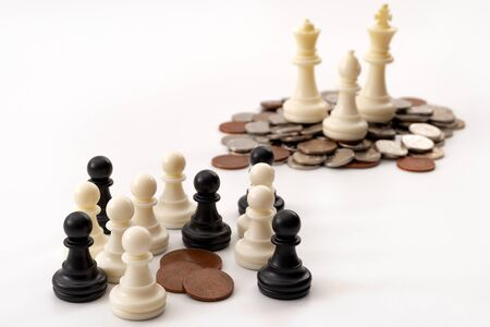 Income inequality and social issue concept theme with large group of chess pawns representing the poor and the middle class splitting a significantly smaller amount of money that a small group of rich Standard-Bild