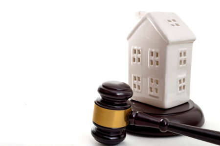House Auction, property foreclosure and buying a new home concept with a white house model and a gavel isolated on white background with copy space Stockfoto